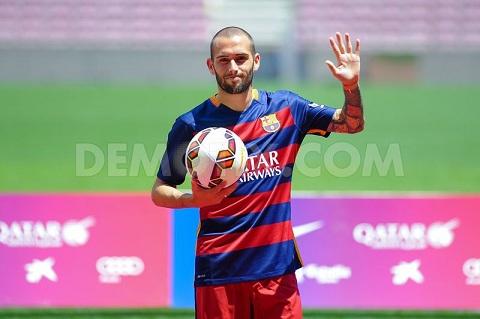 Dani Alves hoi sinh o Barca Thong diep thach thuc Aleix Vidal hinh anh 2