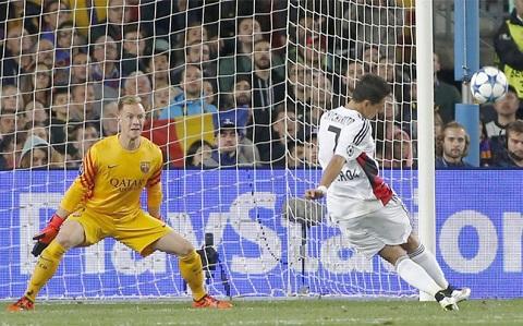 Liverpool nham thu mon so 1 cua Barca thay Mignolet hinh anh