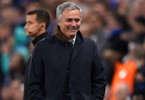 Mourinho cam ta NHM Chelsea sau chien thang giai toa hinh anh