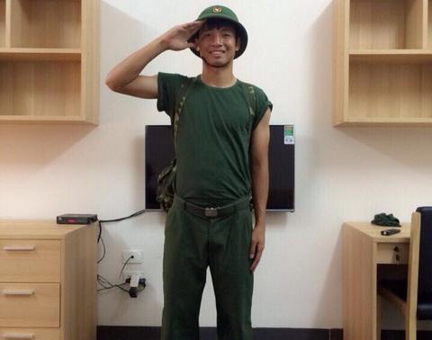 Trung ve DTVN khoe anh khoac ao linh hinh anh
