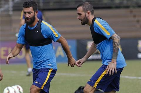 Vidal va Turan, hai la bai trong tay ao Enrique