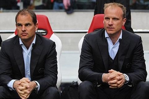 Swansea City nham Dennis Bergkamp