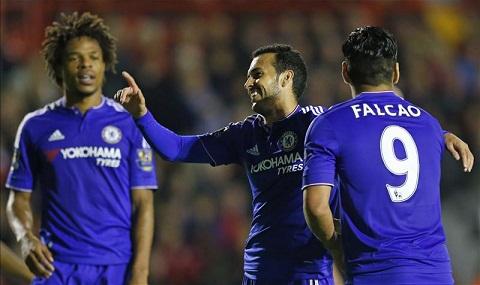 Chelsea len ke hoach mua them tien dao de thay the Remy va Falcao hinh anh