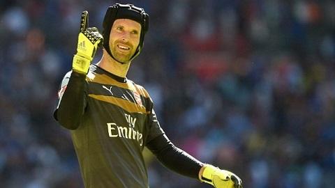 Petr Cech lap ky luc an tuong sau tran Aston Villa 0-2 Arsenal hinh anh