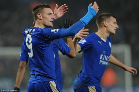Tranh dai gia nhom ngo, Leicester tang luong gap doi cho Jamie Vardy hinh anh