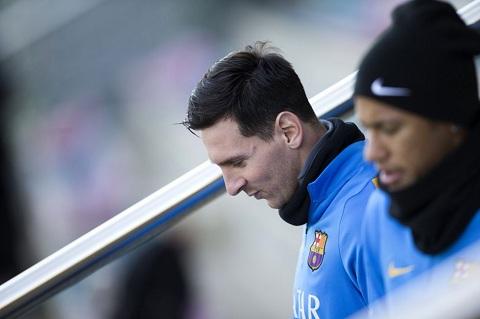 Messi va Ronaldo cung nhau nghi ngoi tai Cup nha Vua TBN hinh anh