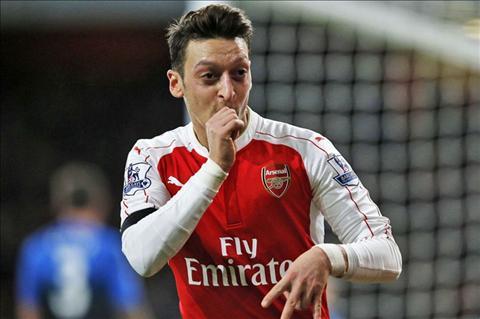 Wenger dang cam thay kho xu vi Mesut Ozil hinh anh