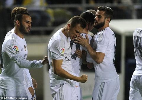 Du am tran Cadiz 1-3 Real Madrid Thang trong run so hinh anh