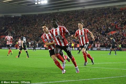 Southampton 1-6 Liverpool Origi lap hat-trick dua The Kop bay vao ban ket  hinh anh