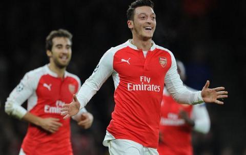 Muon vo dich, Arsenal khong nen chi biet cay nho Mesut Ozil hinh anh