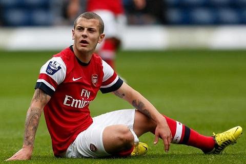 Wilshere mat cho trong doi hinh Arsenal sau khi binh phuc chan thuong hinh anh