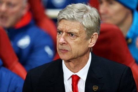 "Tiet lo: HLV Wenger noi tran ""loi dinh"" chua tung co sau tran thua Monaco"