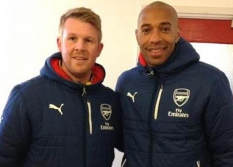 Arsenal sa thai Wenger bo nhiem Thierry Henry hinh anh