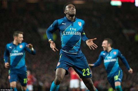 HLV Wenger ca ngoi nguoi hung Welbeck sau tran MU vs Arsenal hinh anh