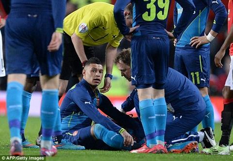 Chamberlain cua Arsenal dinh chan thuong sau tran gap MU hinh anh