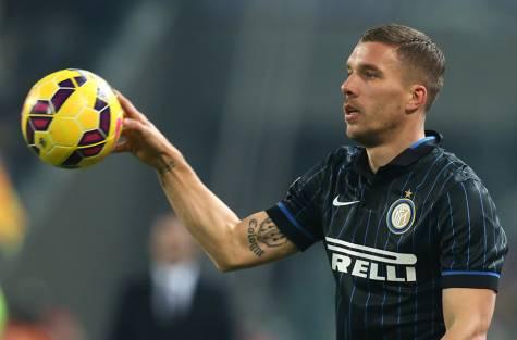 Podolski gia nhap Inter Milan hinh anh