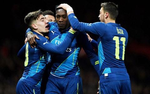 Arsenal vs West Ham 22h00 ngay 143 Qua Valentine cho Phao thu hinh anh