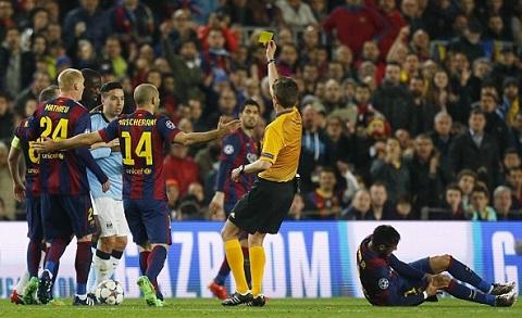 Tran Barca vs Man City suyt chung kien ky luc buon cua The Citizens hinh anh