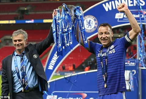 """""""Len dinh"""" cung Chelsea, Terry tho lo nguyen vong tuong lai"""