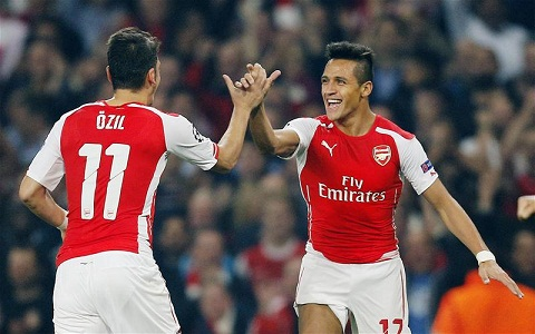 Giai phap ket hop Sanchez va Oezil tren hang cong Arsenal hinh anh 2