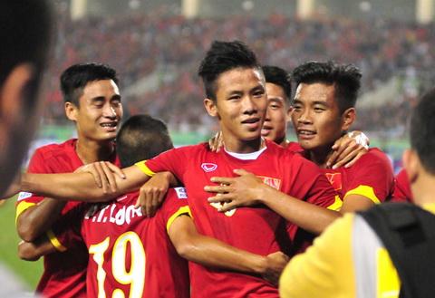 Que Ngoc Hai an mung ban thang vao luoi Indonesia tai AFF Cup 2014