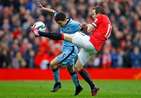 Hau derby Manchester Cai nhiu may cua Van Gaal voi hang thu M.U hinh anh