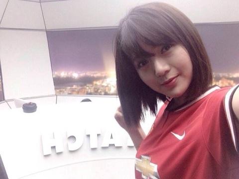 Hotgirl fan M.U Nguyen Tu Linh tin Quy do ha Chelsea hinh anh