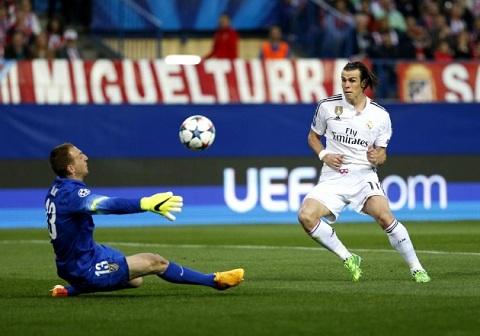 Atletico Madrid vs Real Madrid, BBC kem duyen tai Calderon hinh anh