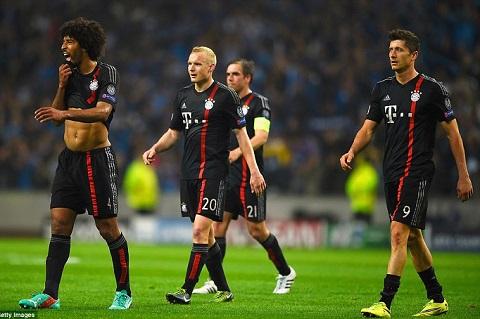 HLV Guardiola cui dau nhan thua sau tran Porto 3-1 Bayern Munich hinh anh