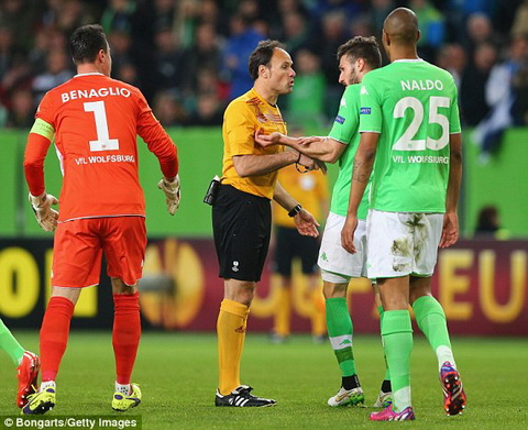 Truc tiep bong da Wolfsburg vs Napoli tu ket Europa League 2014-2015 hinh anh 2