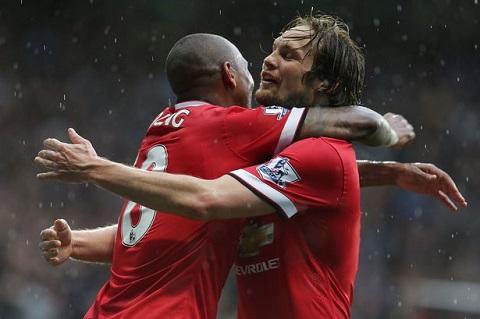 Truoc tran Chelsea vs M.U Van Gaal va vu khi bi mat Young-Blind hinh anh