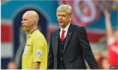 HLV Wenger noi gi sau khi Arsenal may man ban ha Reading?