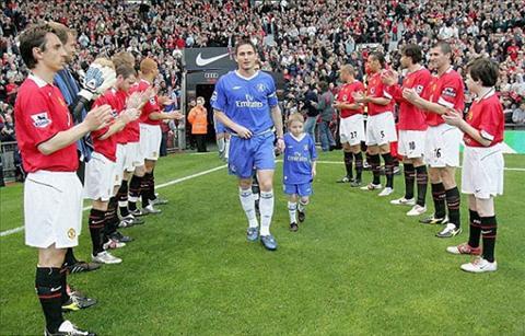 Liverpool va nguy co… xep hang chuc mung Chelsea hinh anh