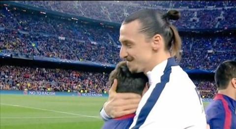 Ru bo thu cu, Ibra om Messi tham thiet trong ngay tro lai Nou Camp hinh anh