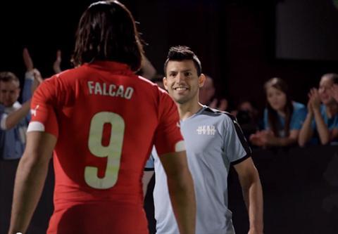 Falcao duoc doi thu Aguero bao ve truoc derby Manchester hinh anh