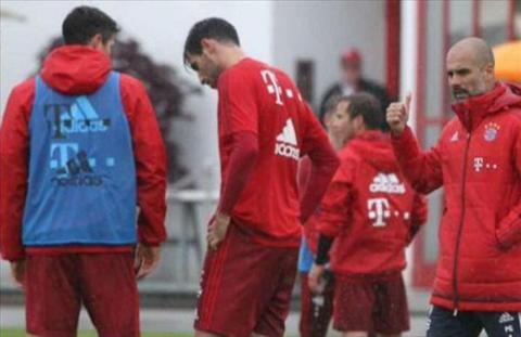 LOAN O BAYERN Boateng va Lewandowski choang nhau tren san tap hinh anh 3