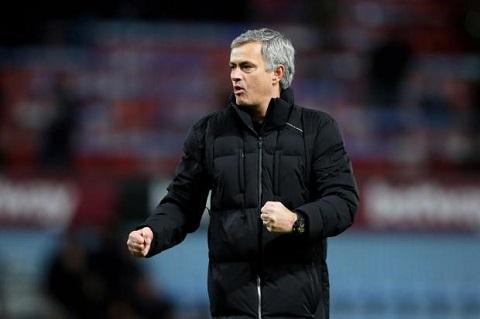 Chelsea vo dich Premier League Su tro lai cua de che Mourinho hinh anh