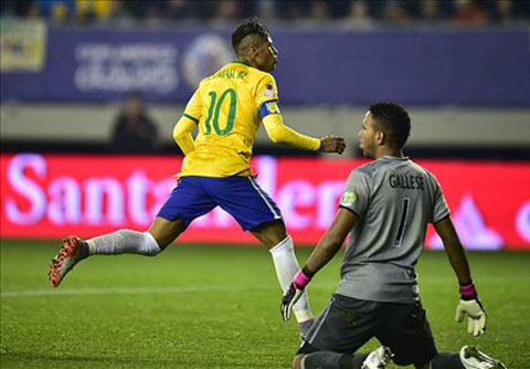 Carlos Dunga dua Neymar len tan may xanh sau khi Brazil da bai Peru hinh anh