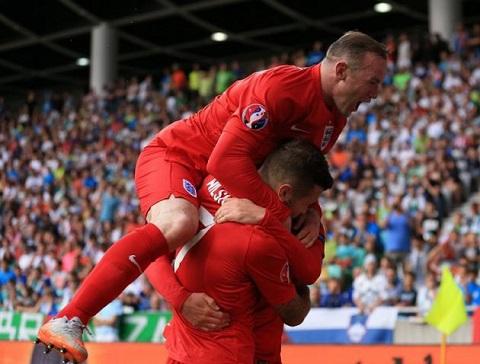 HLV Roy Hodgson khen ngoi Rooney va Wilshere het loi hinh anh