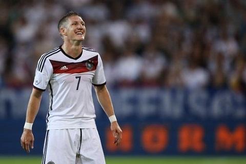 Tien ve Bastian Schweinsteiger den MU Co phai mot ban hop dong tot hinh anh