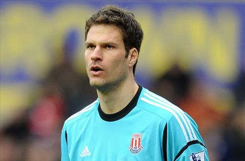 Chelsea da tim ra nguoi thay the Petr Cech hinh anh