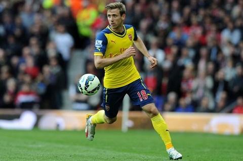 Monreal nhac kheo HLV Wenger de duoc o lai doi hinh Arsenal hinh anh