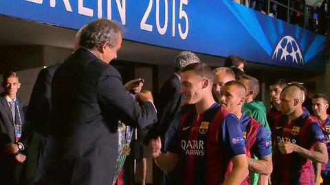 NONG Vermaelen bi UEFA tuoc bo huy chuong Champions League hinh anh