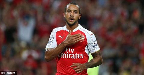 Theo Walcott ra yeu sach voi Arsenal hinh anh
