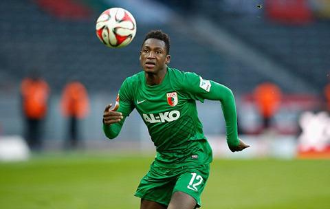 Chelsea mua Abdul Baba Rahman nhung Augsburg khong ban hinh anh