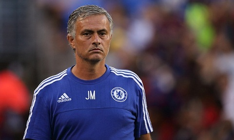 HLV Mourinho phan phao lai vo dich thu Rafa Benitez Chong ba qua beo! hinh anh