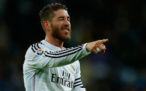 Iniesta khong tin Real dam ban Ramos cho MU hinh anh