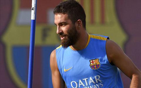 Mat Rafinha 6 thang, Barcelona vien co doi FIFA nha Arda Turan hinh anh
