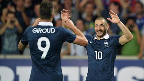 Olivier Giroud gay that vong, Deschamps van benh vuc hinh anh