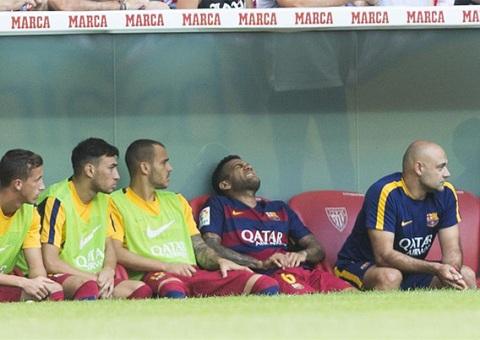 Luis Enrique van binh than du Barca dinh bao chan thuong hinh anh